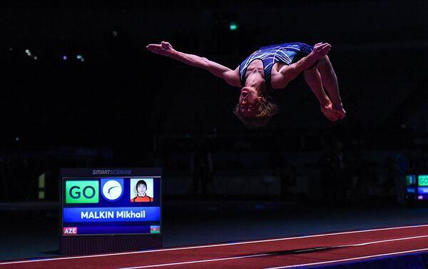 Михаил Малкин завоевал серебряную медаль Кубка мира по прыжкам на батуте и тамблингу - Sputnik Азербайджан