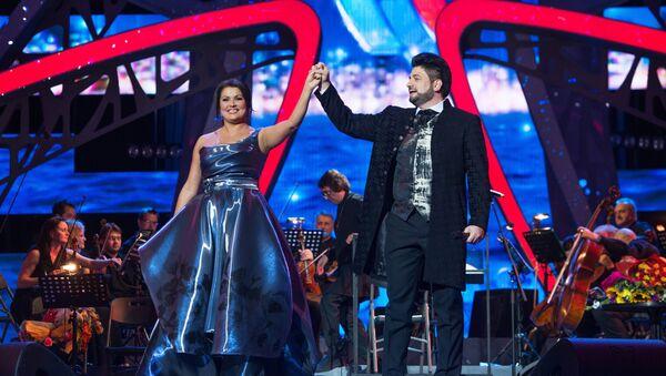 Оперный певец Юсиф Эйвазов и оперная певица Анна Нетребко - Sputnik Азербайджан