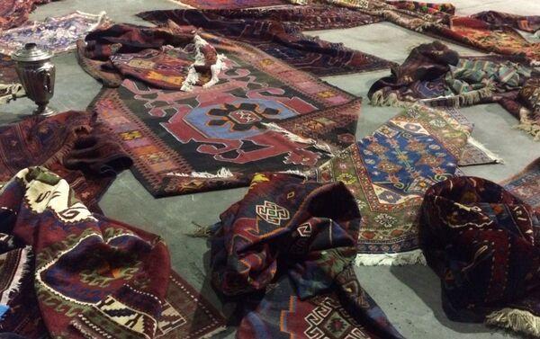 Старинные азербайджанские ковры пытались вывезти из страны - Sputnik Азербайджан