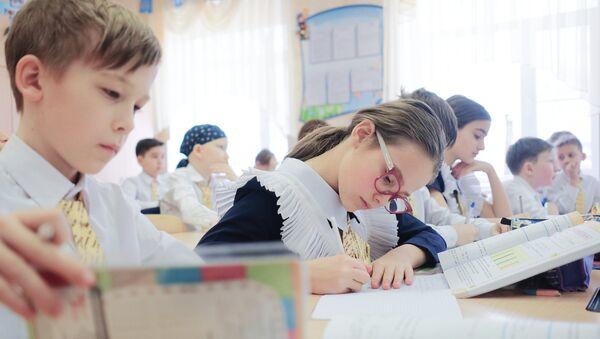 Школьный кружок, фото из архива - Sputnik Azərbaycan