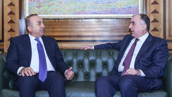 Эльмар Мамедъяров с турецким коллегой Мевлютом Чавушоглу, фото из архива - Sputnik Азербайджан