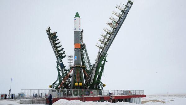Ракета-носитель среднего класса Союз-У с ТГК Прогресс МС-05 на стартовом сооружении площадки №1 космодрома Байконур, 20 февраля 2017 года - Sputnik Азербайджан