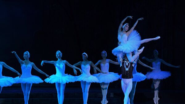 Сцена из балета Лебединое озеро, фото из архива - Sputnik Азербайджан