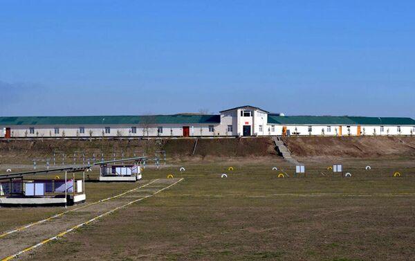 В прифронтовой зоне состоялось открытие нового учебного центра, здания штаба и солдатских казарм - Sputnik Азербайджан