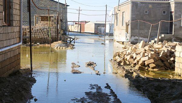 В поселке Ашагы Гюздек Абшеронского района произошел разлив озера Дашагиль - Sputnik Азербайджан