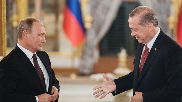 Президент РФ Владимир Путин и президент Турции Реджеп Тайип Эрдоган (справа), фото из архива - Sputnik Азербайджан