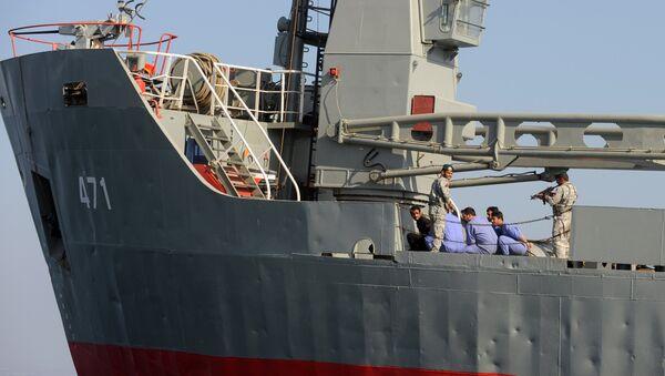 Солдаты армии Ирана в ходе военно-морских учений Велаят-90, 24 декабря 2011 года - Sputnik Азербайджан