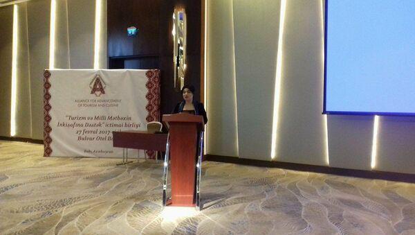 Выступление председателя организации Кямали Мамедовой на презентации Общественного объединения Поддержка развитию туризма и национальной кухни - Sputnik Азербайджан