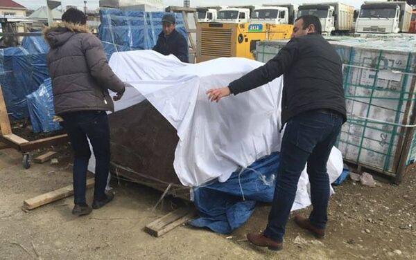 Памятник поэту Микаилу Мушфигу ожидает завершения реконструкции территории - Sputnik Азербайджан