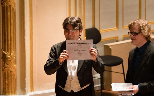 Эйюб Гулиев занял второе место на первом Международном конкурсе дирижеров в Гамбурге - Sputnik Азербайджан