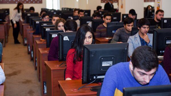 Экзамены в одном из бакинских вузов, фото из архива - Sputnik Azərbaycan