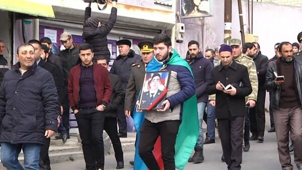 Военнослужащий Закир Джафаров, погибший несколько дней назад при предотвращении провокации армянских вооруженных сил, сегодня был похоронен в Баку - Sputnik Азербайджан