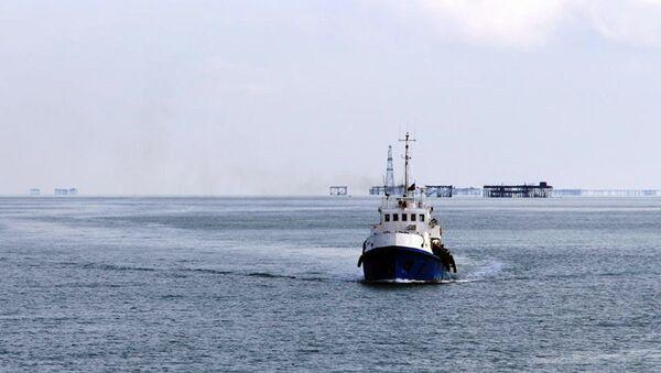 Поисково-спасательные операции на месте крушения эстакады в Каспийском море, фото из архива - Sputnik Азербайджан