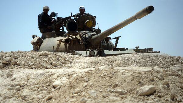 Танк сирийской армии при подъезде к Пальмире, фото из архива - Sputnik Азербайджан