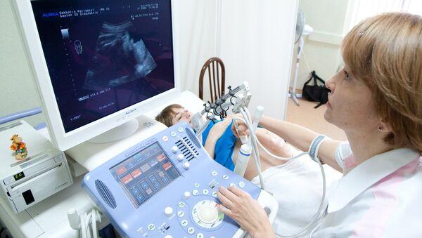 Ультразвуковое исследование беременной женщины, фото из архива - Sputnik Azərbaycan