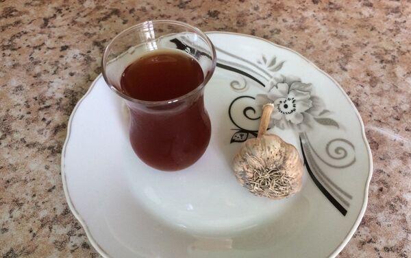 Уксус с чесноком - излюбленная приправа к жирным и мучным блюдам - Sputnik Азербайджан
