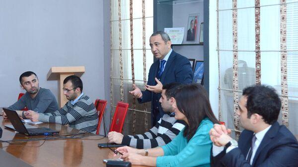 """UNEC-in yeni iqtisadi platforması """"ISE Economic Talks""""un ilk görüşü - Sputnik Азербайджан"""