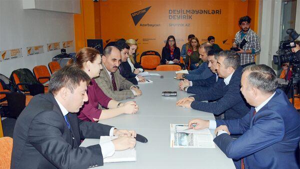 Круглый стол на тему Роль русскоязычных СМИ в освещении событий в Азербайджане - Sputnik Азербайджан
