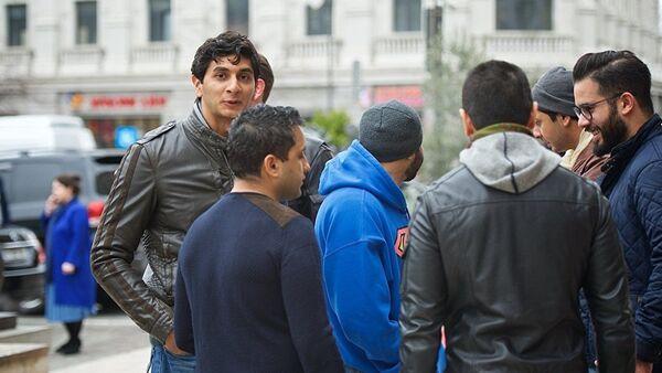 Приезжие с Ближнего Востока на одной из тбилисских улиц - Sputnik Азербайджан