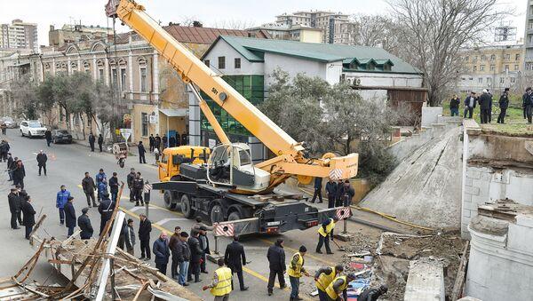 Восстановительные работы на месте развалившегося моста - Sputnik Азербайджан