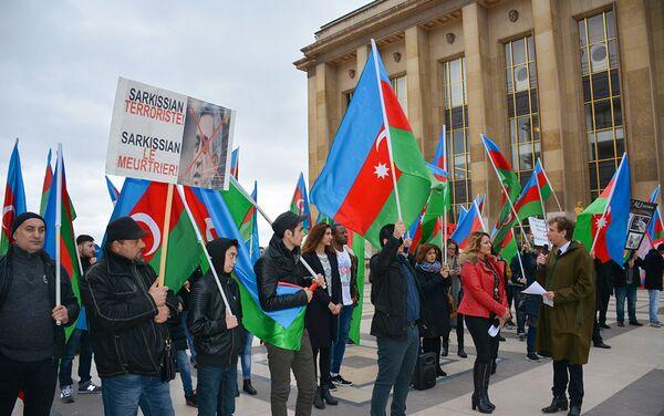 Акция началась минутой молчания в память о погибших во время карабахского конфликта и жертвах ходжалинской трагедии - Sputnik Азербайджан