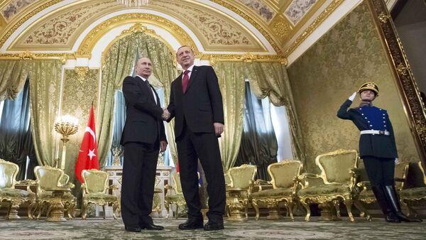 Türkiyə prezidenti Rəcəb Tayyib Ərdoğan Moskvada Rusiyanın dövlət başçısı Vladimir Putinlə - Sputnik Azərbaycan