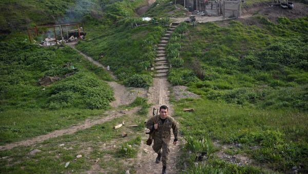Армянский военнослужащий в Нагорном Карабахе, архивное фото - Sputnik Азербайджан