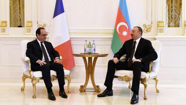 Президенты Франции Франсуа Олланд и Азербайджана Ильхам Алиев, архивное фото - Sputnik Азербайджан