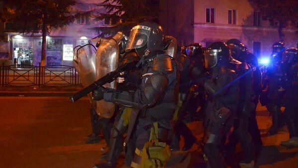 Полицейскому спецназу пришлось применить резиновые пули для разгона протестующих в ходе беспорядков в Батуми - Sputnik Азербайджан