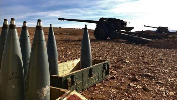 Артиллерийские орудия и боеприпасы на дозорном посту, фото из архива - Sputnik Azərbaycan