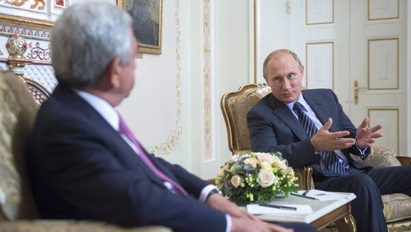 Президент России Владимир Путин (справа) и президент Армении Серж Саргсян, фото из архива - Sputnik Азербайджан