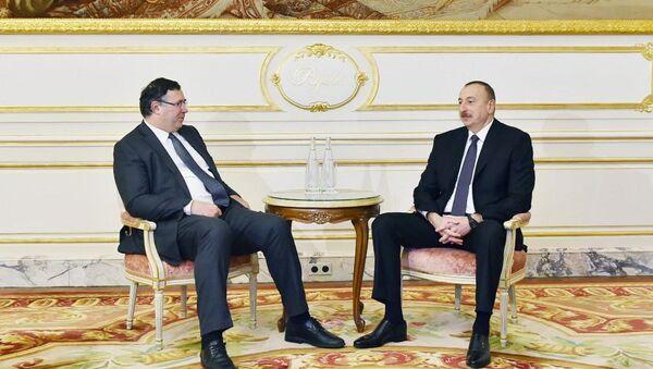 В Париже состоялась встреча Президента Азербайджана Ильхама Алиева с президентом компании Total Патриком Пуянне - Sputnik Азербайджан