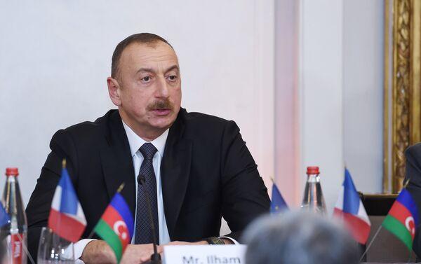 Ильхам Алиев встретился с членами бизнес-совета Движения предприятий Франции - Sputnik Азербайджан