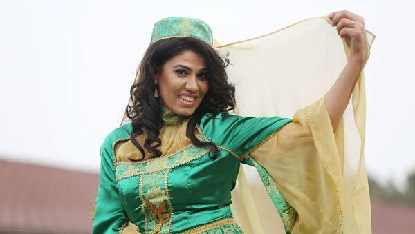 Азербайджанская спортсменка Айнур Мамедова в образе Бахар гызы - Sputnik Азербайджан