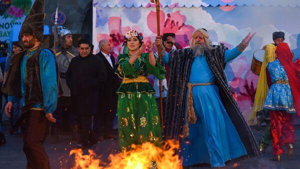 Праздничный концерт в преддверии Новруз Байрамы около Гоша Гала гапысы - Sputnik Азербайджан