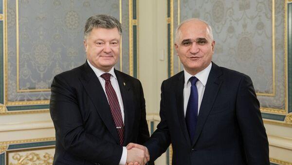 Президент Украины Петр Порошенко и министр экономики Азербайджана Шахин Мустафаев - Sputnik Азербайджан