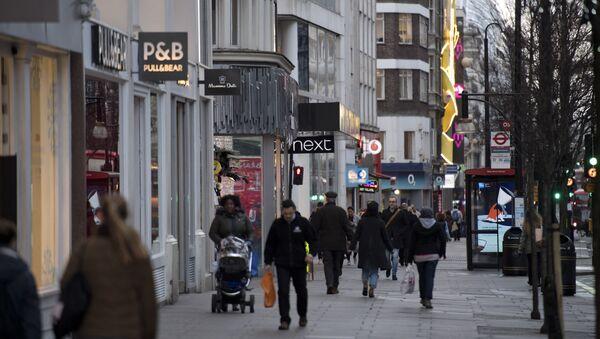 Горожане на одной из центральных улиц Лондона, фото из архива - Sputnik Azərbaycan
