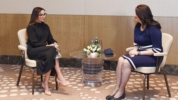 Первый вице-президент Азербайджана Мехрибан Алиева встретилась с первой леди Македонии Маей Ивановой - Sputnik Азербайджан