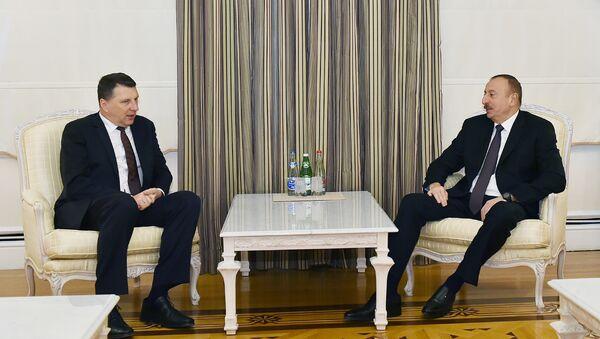 Ильхам Алиев встретился с президентом Латвии Раймондом Вейонисом - Sputnik Азербайджан