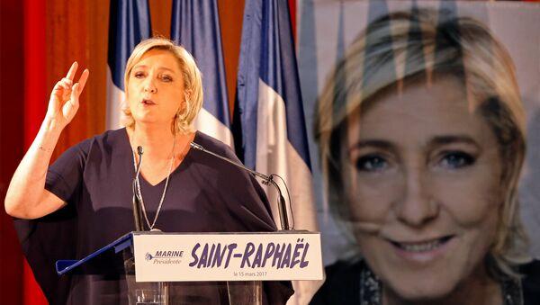 Кандидат в президенты Франции, руководитель Национального фронта Марин Ле Пен - Sputnik Азербайджан