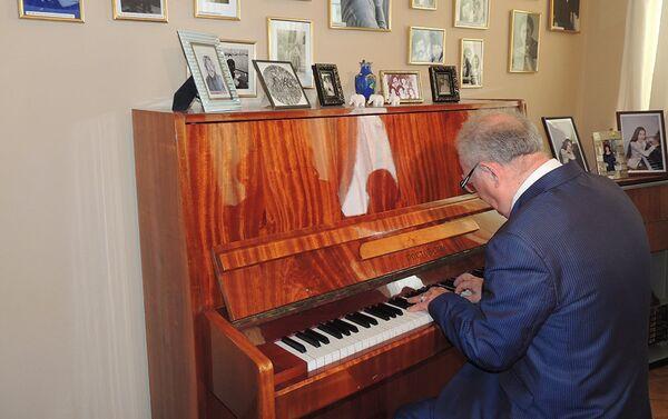 В Доме-музее композитора Вагифа Мустафазаде прошло мероприятие, приуроченное к его 77-летию - Sputnik Азербайджан