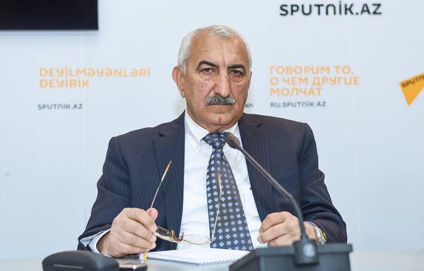Пресс-конференция председателя Общества свободных потребителей Азербайджана Эйюба Гусейнова - Sputnik Азербайджан