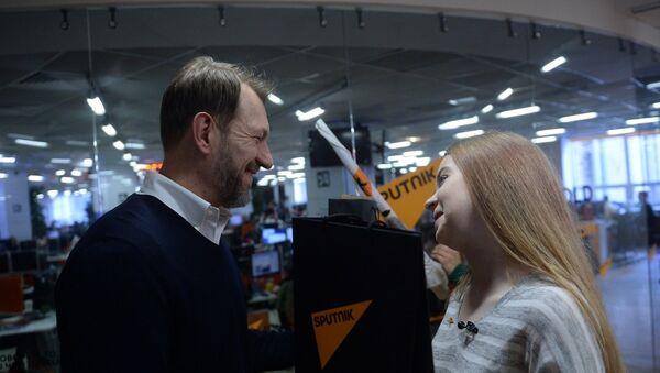Руководитель Sputnik в странах СНГ и Балтии Андрей Благодыренко и Анастасия Кравченя - Sputnik Азербайджан