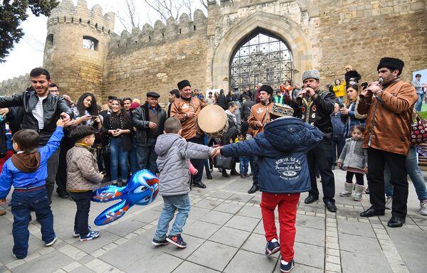 Праздничный фестиваль в Ичеришехер - Sputnik Азербайджан