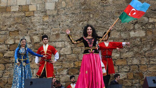 Праздничный фестиваль Весенняя крепость в Ичеришехер - Sputnik Азербайджан