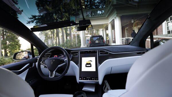 Электромобиль Tesla X 75D - Sputnik Азербайджан