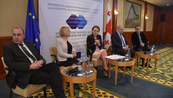 Презентация нового образовательного проекта для студентов – представителей национальных меньшинств в Тбилиси - Sputnik Азербайджан