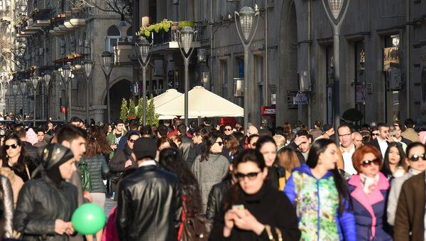 Прохожие на улице Низами в Баку, фото из архива - Sputnik Азербайджан