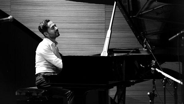 Известный азербайджанский джазовый пианист Эльчин Ширинов, фото из архива - Sputnik Азербайджан