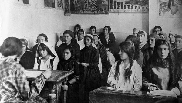 Школа ликбез, 1927 год - Sputnik Азербайджан